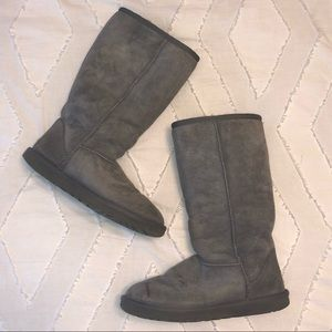 WORN A HANDFUL OF TIMES Tall Gray Uggs